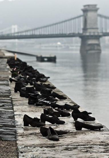 623px-Shoes_Danube_Promenade_IMGP1297.jpg